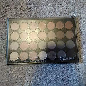 BH Cosmetics Essential Eyes 28 Color Palette